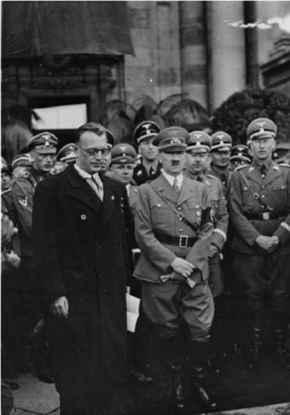 Arthur-Seyss-Inquart-Canciller-de-Austria-desde-el-12-de-marzo-de-1938-Adolf-Hitler